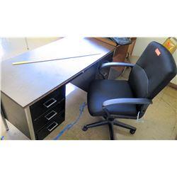 Desk w/ Rolling Chair (RM-322)