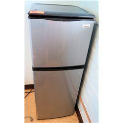 Large Mini Refrigerator w/ Freezer Compartment (RM-407C)