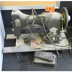 Vintage White Rotary Sewing Machine (RM-204)