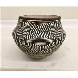 Fine Lucy Lewis Pot