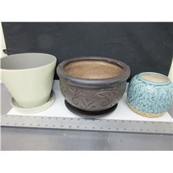 3 Planter Clay Pots / no shipping on this item