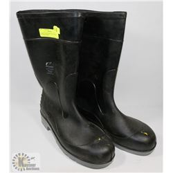 PAIR OF ONGUARD STEEL TOED RUBBER BOOTS