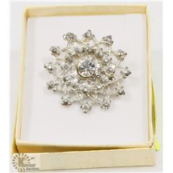 VINTAGE ESTATE BROOCH WITH CRYSTAL CENTRE
