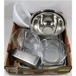 FLAT OF ASSORTED KITCHEN BOWLS, PANS, AND MORE