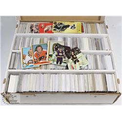 BOX OF OVER 3200 HOCKEY CARDS - ASSORTED SETS &