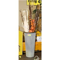 METAL SHOWHOME VASE WITH DECORATIVE BOUQUET