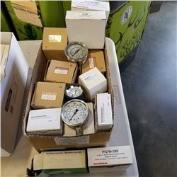 BOX OF PRESSURE GAUGES 15 TO 1500 PSI
