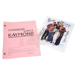 Everybody Loves Raymond (TV) – Production Script & Autographed Photo - III304