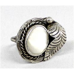 Navajo Silver Mother of Pearl Ring