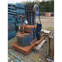 BLUE GIANT ELECTRIC PALLET JACK (FOR PARTS OR SALVAGE ONLY)