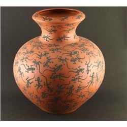 Large Acoma Lizard Pot