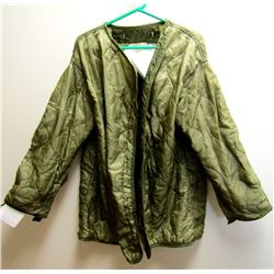 2 VINTAGE US ARMY PARKA LINERS. NYLON QUILTED.