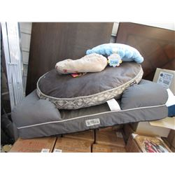 3 Pet Beds and Cushions - Store Returns