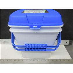 2 New Pet Food Containers / 2 gallon keeps food fresh and pests out