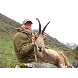 GIUSEPPE CARRIZOSA: 4-Day Pyrenees Chamois Hunt for One Hunter in Spain - Includes Trophy Fee