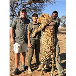 DZOMBO HUNTING: 14-Day Leopard Hunt for One Hunter in Namibia - Includes  Taxidermy, Evacuation Insu