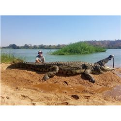 WES HIXON: 7-Day Giant Crocodile Hunt for Two Hunters in Mozambique