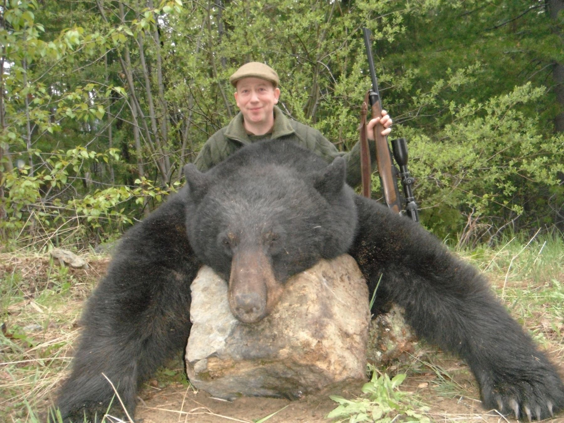 5 - DAY HUNT IN BRITISH COLUMBIA FOR 1 HUNTER (Hunters choice of one: black bear, mule deer, wolf, b
