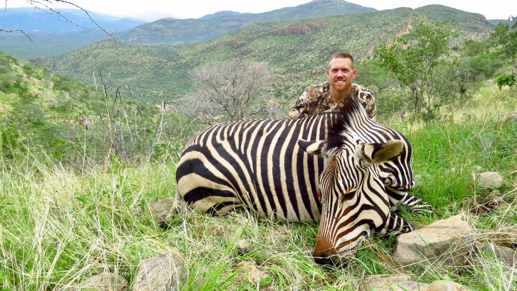 7 - DAY MOUNTAIN ZEBRA HUNT FOR 1 HUNTER IN THE ERONGO MOUNTAINS OF NAMIBIA (Trophy fee included) (1