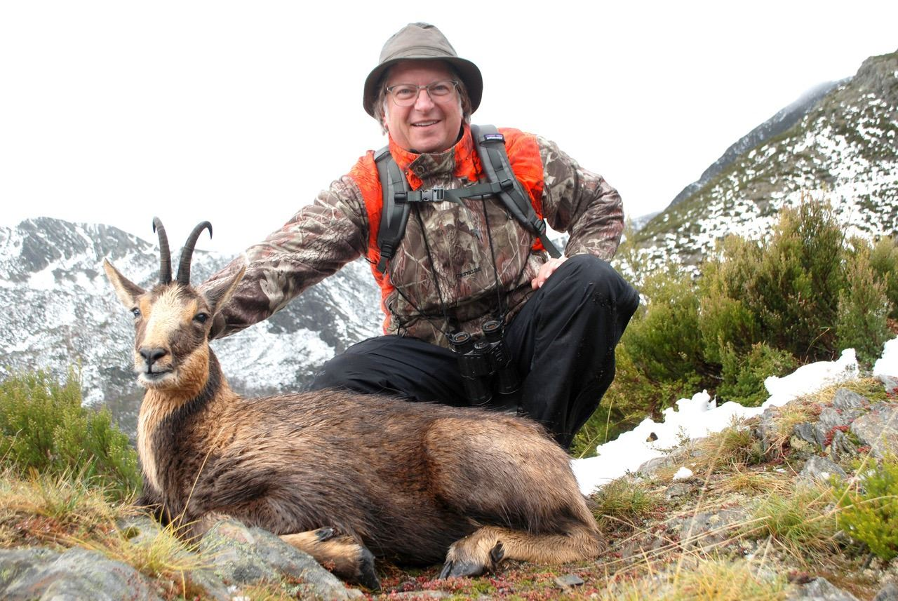 3 - DAY PYRENEAN OR CANTABRIAN CHAMOIS HUNT FOR 2 HUNTERS (Trophy fee for 1 Pyrenean or Cantabrian c