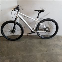 WHITE NO NAME BIKE