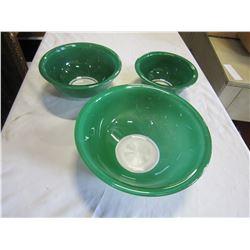 3 GREEN PYREX MIXING BOWLS
