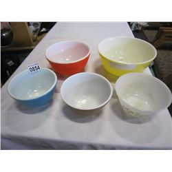 5 COLOURED PYREX BOWLS