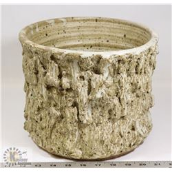 41) JANO LETTS TEXTURED CREAM GLAZE POT,