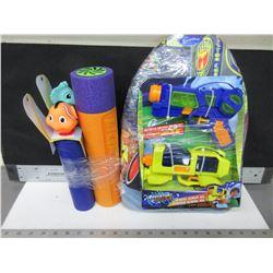 Bundle of Summer Water Fun / 5 water blasters and water float board