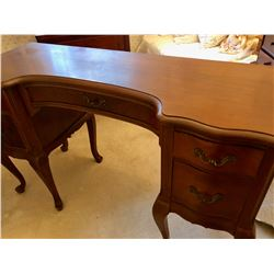 TRADITIONAL STYLE DRESSING TABLE - MINOR DAMAGE