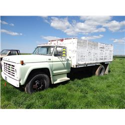 1973 Ford 600 2-ton truck, Omaha box