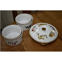 Five pieces of Royal Worcester Evesham including four souffl' dishes and a lidded vegetable dish