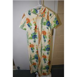 Vintage Leslie Pomer short sleeved patio gown with faux button decoration