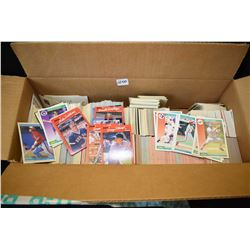 Large box of over 1200 baseball cards including several Diamond King puzzle pieces