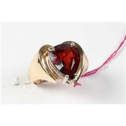 Ladies 14kt yellow gold and tear shaped garnet ring