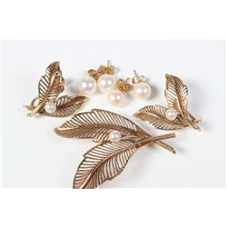 Selection of gold and pearl jewellery including 10kt yellow gold leaf design brooch set with genuine