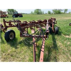 Melroe 903 - 6 Furrow plow