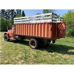 International 3 ton w/16 ft cancade box