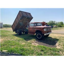 Dodge 600 grain truck w/ 16 ft cancade box