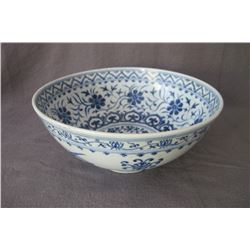 Large blue and white bowl, early of Ming Dynast, condition as is show in photo.