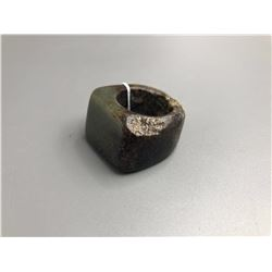 Jin dynasty green jade thumb ring with small damage. condition as is show in photo.