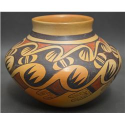 HOPI INDIAN POTTERY JAR (ELVA NAMPEYO)