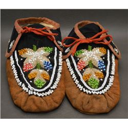 IROQUOIS INDIAN BEADED MOCCASINS
