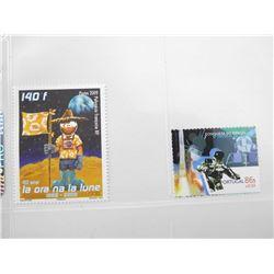 Lot of 2 Stamps - Portugal & La ora Na La Lune.