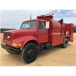 1990 INTERNATIONAL FUEL & LUBE TRUCK, VIN/SN:1HTSDZ6N2LH253186 - IHC DIESEL ENGINE, 10 SPEED TRANS,
