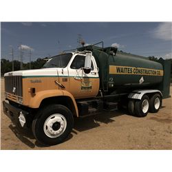 1982 GMC TOPKICK FUEL & LUBE TRUCK, VIN/SN:1GDS7D4Y8CV572853 - T/A, CAT 3208 ENGINE, 8 SPEED TRANS,