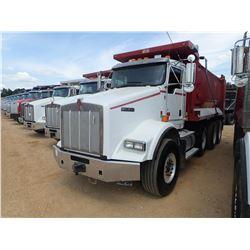 2011 KENWORTH T800 DUMP TRUCK, VIN/SN:1NKDXUTX2BJ281016 -TRI-AXLE, CAT C13 ENGINE, ALLISON A/T, 46K
