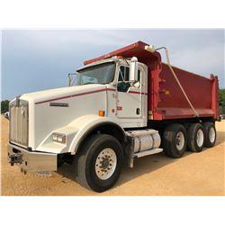2011 KENWORTH T800 DUMP TRUCK, VIN/SN:1NKDXUTX3BJ281008 - TRI-AXLE, ALLISON A/T, 46K REARS, 20K FRON