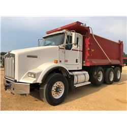 2011 KENWORTH T800 DUMP TRUCK, VIN/SN:1NKDXUTX7BJ281013 - TRI-AXLE, CAT C13 ENGINE, ALLISON A/T, 46K