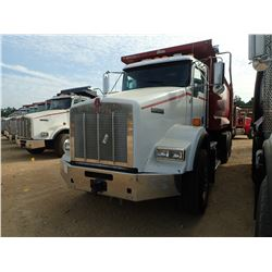 2011 KENWORTH T800 DUMP TRUCK, VIN/SN:1NKDXUTX4BJ281017 - TRI AXLE, 445HP CAT ENGINE, ALLISON A/T, 4